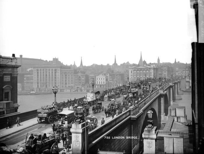 6 Stories of lighting London'sbridges
