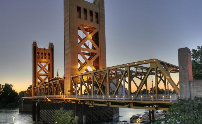 Work Begins on the Tower Bridge inCalifornia