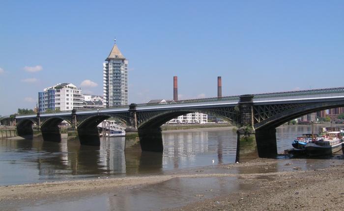 The Debut of a Railway Bridge inLondon